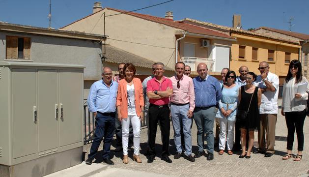 Autoridades locales y del Gobierno foral, en la visita de este miércoles .