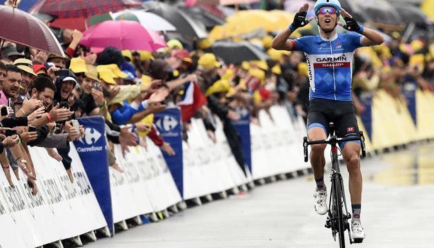 El lituano Ramunas Navardauskas celebra su triunfo en la etapa de este viernes.