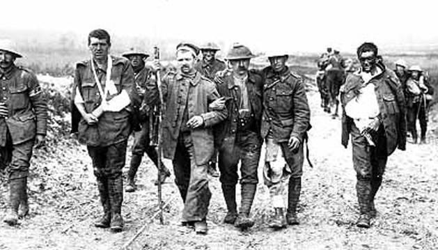 Soldados británicos heridos en las trincheras de la Gran Guerra