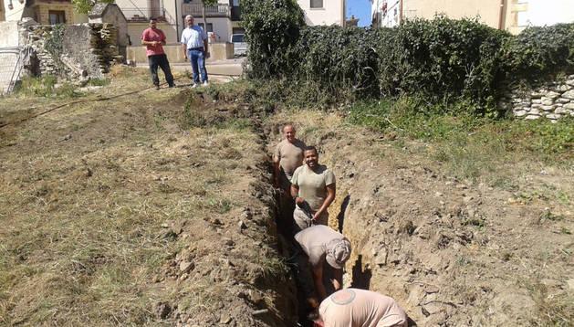 Un momento de la excavación de la trinchera del siglo XIX