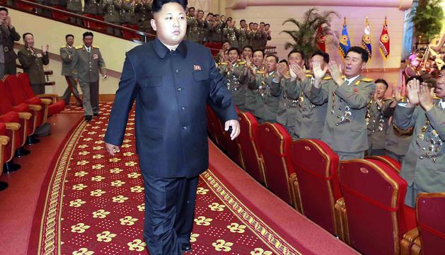 El líder norcoreano Kim Jong-un a su llegada a una presentación del coro nacional.