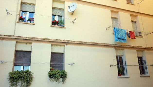 """La actual ordenanza dice que las macetas deben quedar sujetas de forma """"eficaz"""" en las ventanas y fachadas para evitar su caída"""