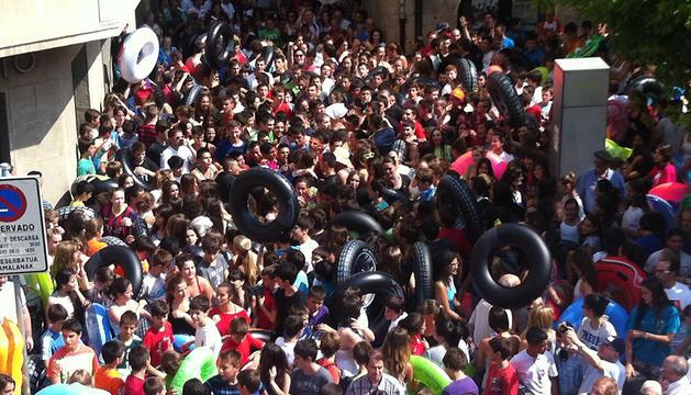 Numerosos 'flotadores' entre los congregados en el cohete.