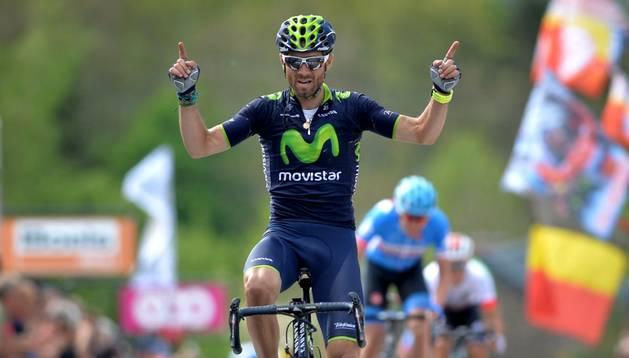 Valverde celebra su victoria en la Flecha Valona