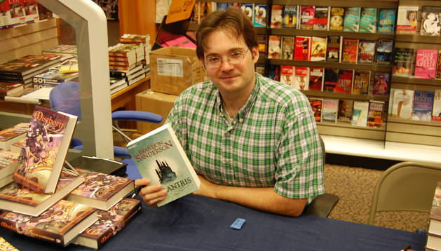 El escritor Brandon Sanderson