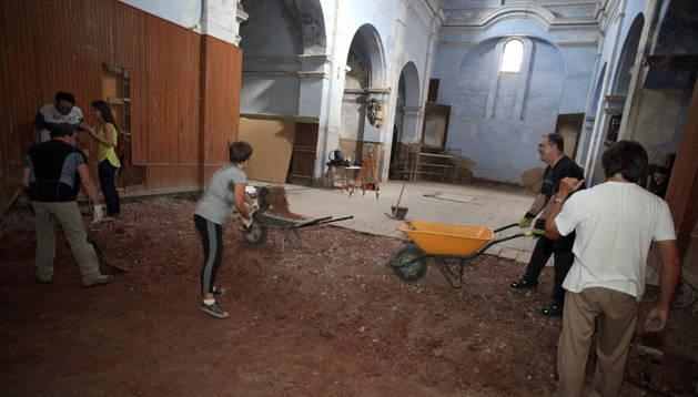 Imagen de las excavaciones iniciadas ayer en la antigua iglesia de San Nicolás de Tudela.