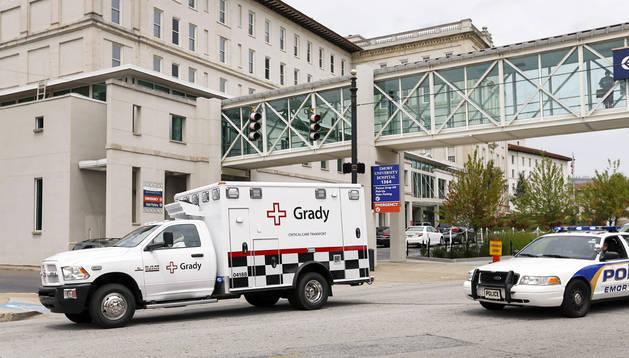 Momento de la llegada de la ambulancia al hospital
