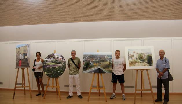 LOS GANADORES De izda. a dcha., Naike Casado (ganadora local); Raúl Gil (2º); Albert Sesma; y Néstor Sánchez (3º), con sus cuadros.