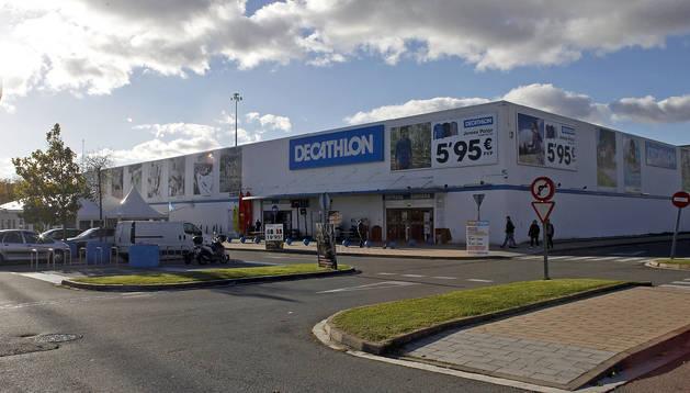 Imagen de Decathlon, junto a la rotonda del Zortziko, entre la PA-30 y la avenida de Guipúzcoa.