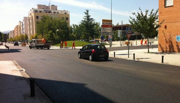 La calle Ugarrandia de Huarte, tras la retirada del adoquín, este miércoles