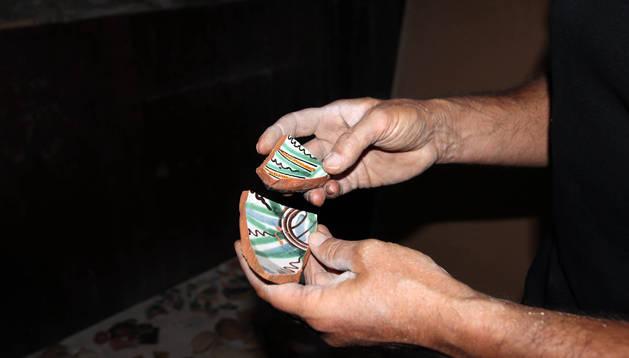 Varios fragmentos de cerámica policromada.