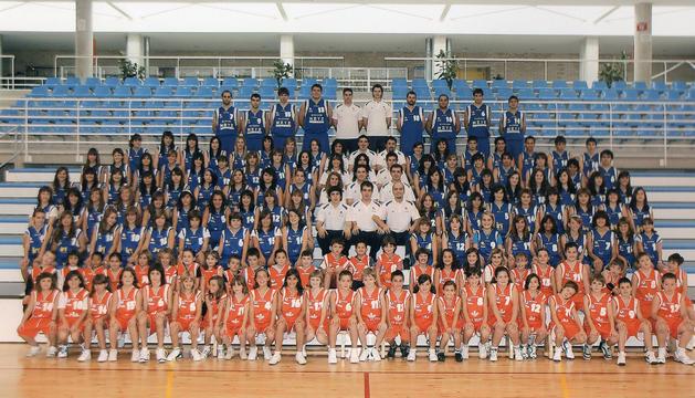 Imagen de archivo de las diferentes categorías del Club Baloncesto Noáin, constituido en 1993.