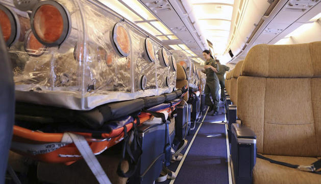 Interior del avión donde es trasladado Miguel Pajares