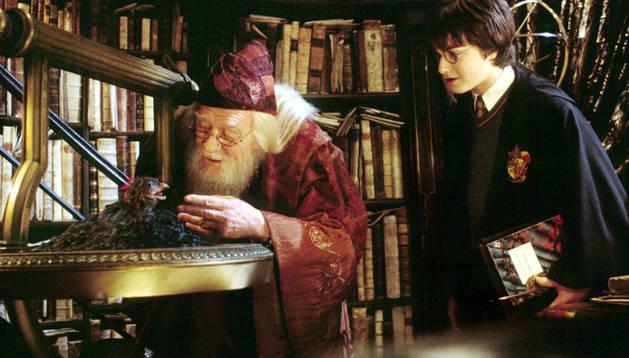 Albus Dumbledore y Harry Potter, en una de las películas de la saga del joven mago