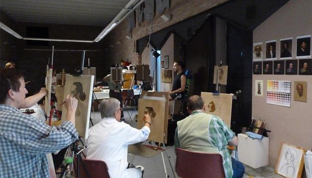 El taller de retrato forma parte de la oferta veraniega del Museo de Navarra.