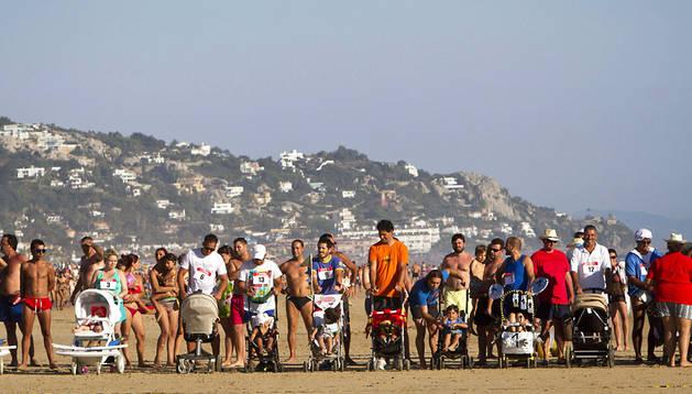 La playa de Zahara de los Atunes, en Cádiz, ha sido escenario de la Primera Carrera de Coches de Bebés