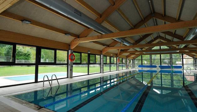Instalaciones de la piscina cubierta de la localidad roncalesa de Isaba.