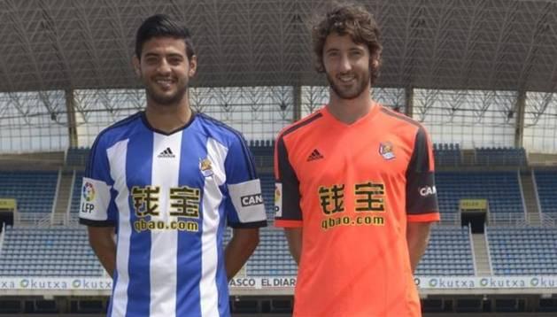 Vela y Granero, con la camiseta de la Real Sociedad