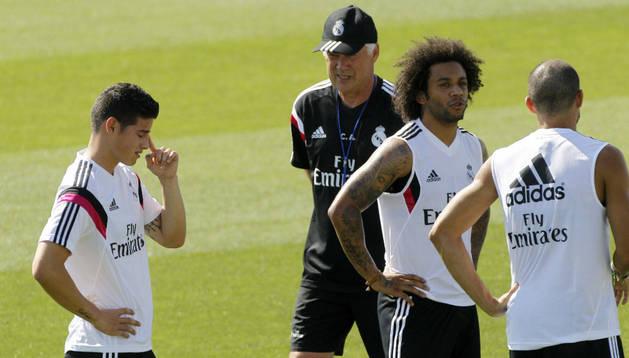 James y Marcelo, junto a Ancelotti
