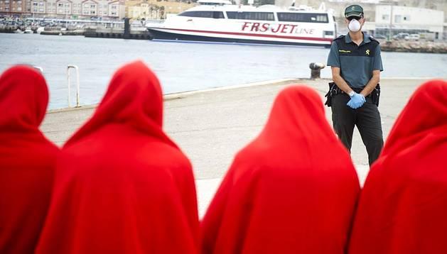 Salvamento Marítimo y la Guardia Civil rescataron a 231 personas que viajaban a bordo de 24 embarcaciones hinchables en aguas del Estrecho de Gibraltar.