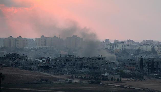 Edificios bombardeados al norte de Gaza