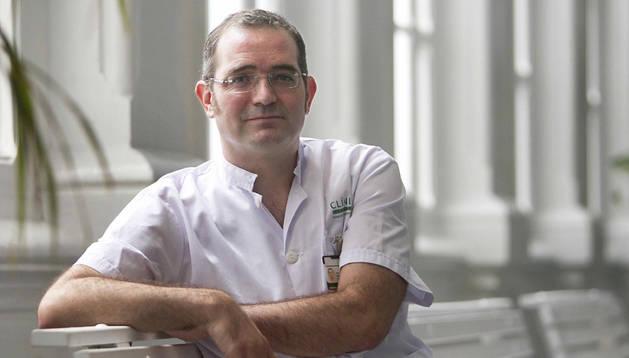 Mikel Martínez Yoldi, médico pamplonés especialista en ébola que trabaja en el Hospital Clinic de Barcelona