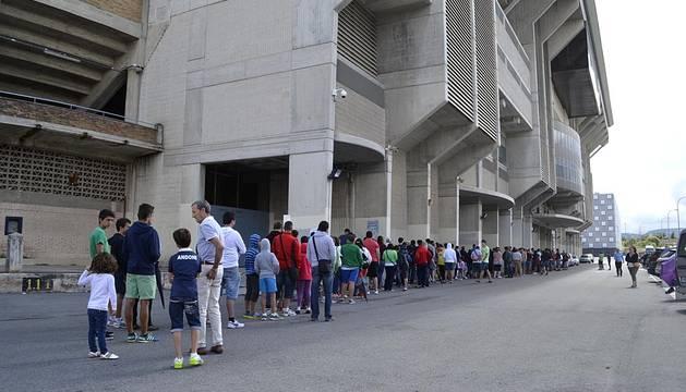 Quedan disponibles plazas en todas las localidades del estadio y en todas las categorías de socios, con excepción de Infantiles y Adolescentes en la Zona Sur del estadio de El Sadar.