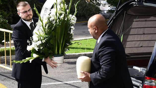 Traslado de los restos de Miguel Pajares tras el funeral