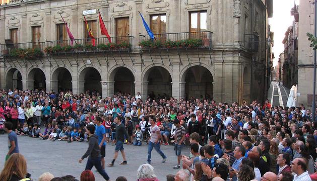 Un momento de la concentración que se celebró en la plaza del Ayuntamiento.