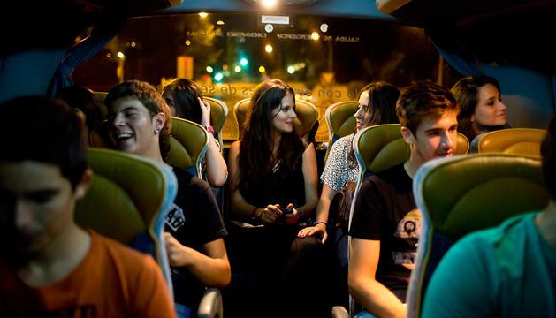 La fiesta comienza en el autobús que les desplaza hasta las fiestas, en este caso, Aoiz.