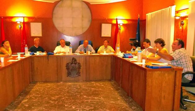 Instante del pleno municipal del Ayuntamiento de Murchante.