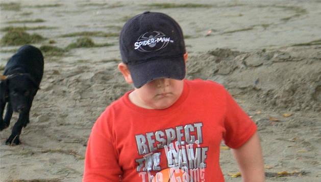 Un niño con sobrepeso.