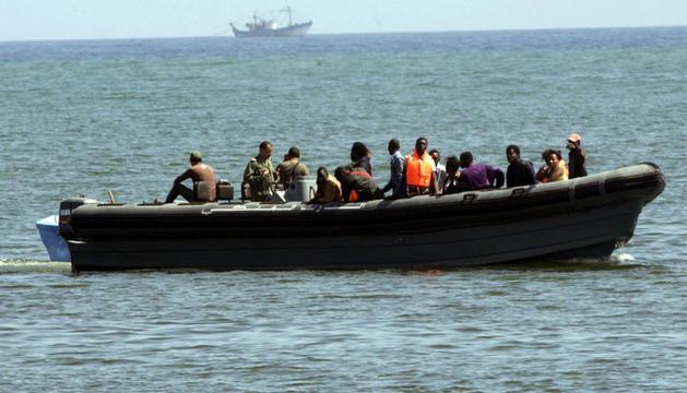 La embarcación fue interceptada antes de que consiguiera adentrarse en la costa