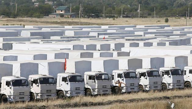 Los 250 camiones con la ayuda humanitaria permanecen aparcados en las afueras de Kamensk-Shakhtinsky