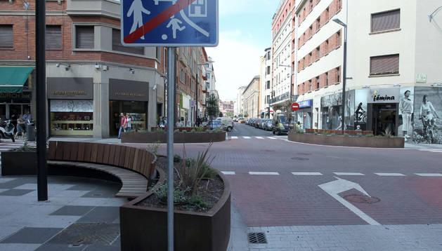 La calle Tafalla tras las obras de reurbanización.