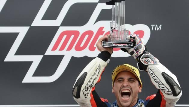 El francés Masbou celebra su victoria en Brno