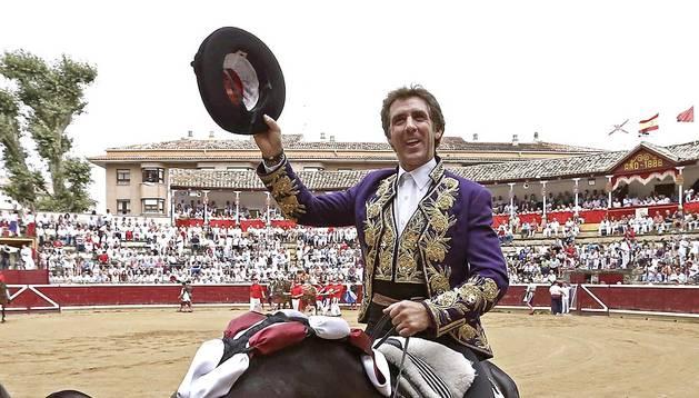 Festejo de rejones y homenaje a Hermoso de Mendoza en su 25 aniversario como rejoneador