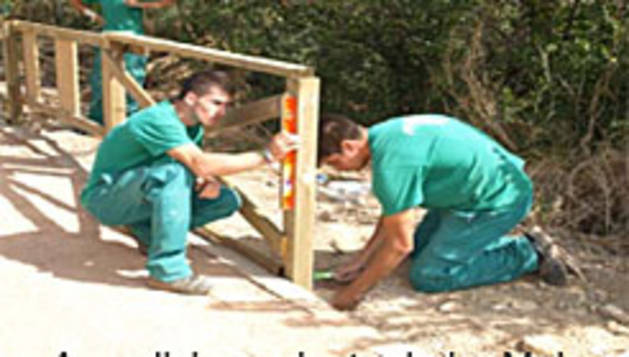 Un grupo de jóvenes en un trabajo subvencionado.