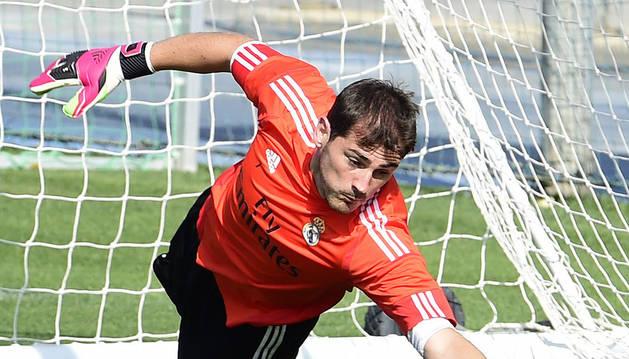 Iker Casillas en el último entrenamiento previo a la Supercopa