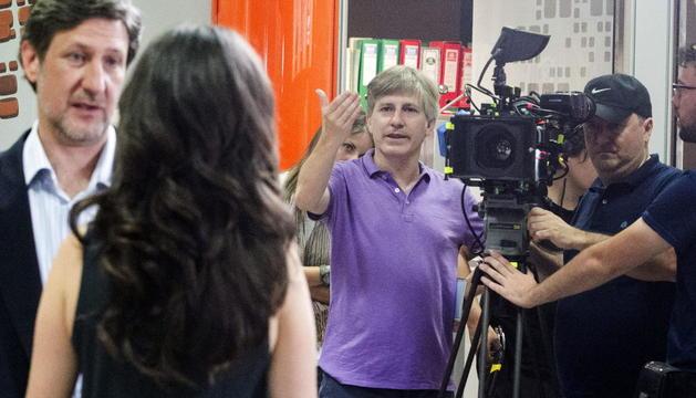 Un momento durante el rodaje de 'Bendita calamidad'