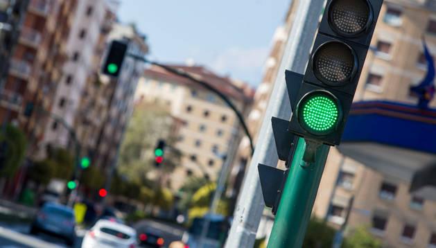 Semáforos en la avenida de Zaragoza de Pamplona, en una imagen reciente.