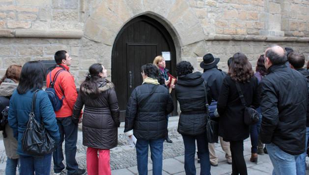 Una visita teatralizada a Viana en 2012