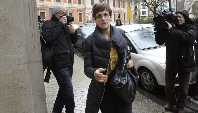María Chivite, accediendo al edificio del PSN en Pamplona