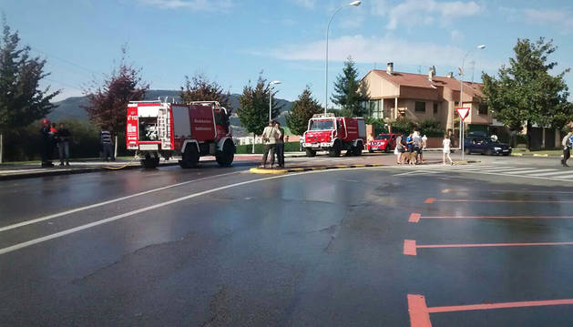 Dotaciones de los bomberos en el lugar donde se declaró el incendio
