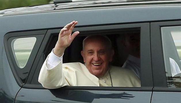El Papa, en un Kia Soul en su viaje a Corea del Sur
