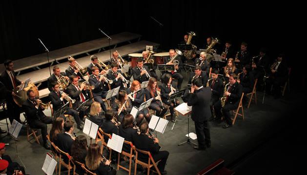 Imagen de la actuación de la Banda de Música de Ribaforada el Día de Navarra de 2013.