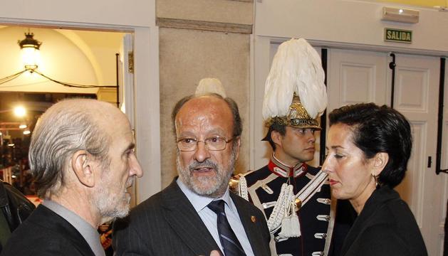 El alcalde de Valladolid, Javier León de la Riva (centro)