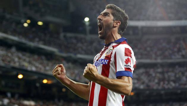 Raúl García celebra su gol en la ida de la Supercopa