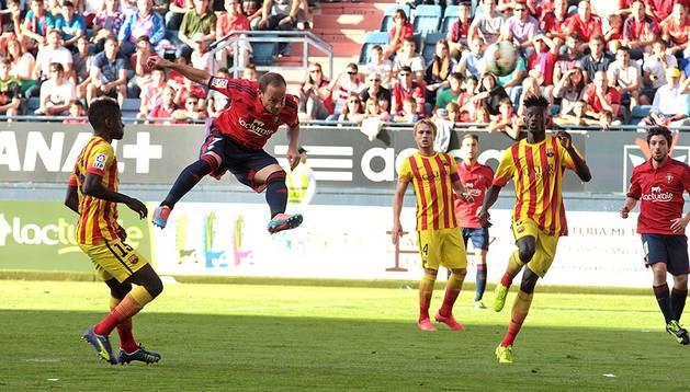 Nino cabecea a gol el centro de Oier