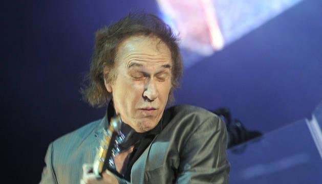 Ray Davies, líder de The Kinks, en una actuación reciente.